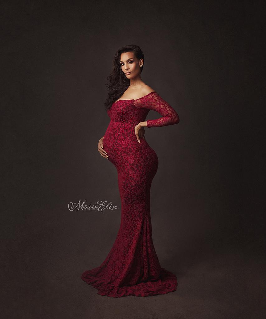 Magnifique robe rouge en dentelle pour votre séance photo