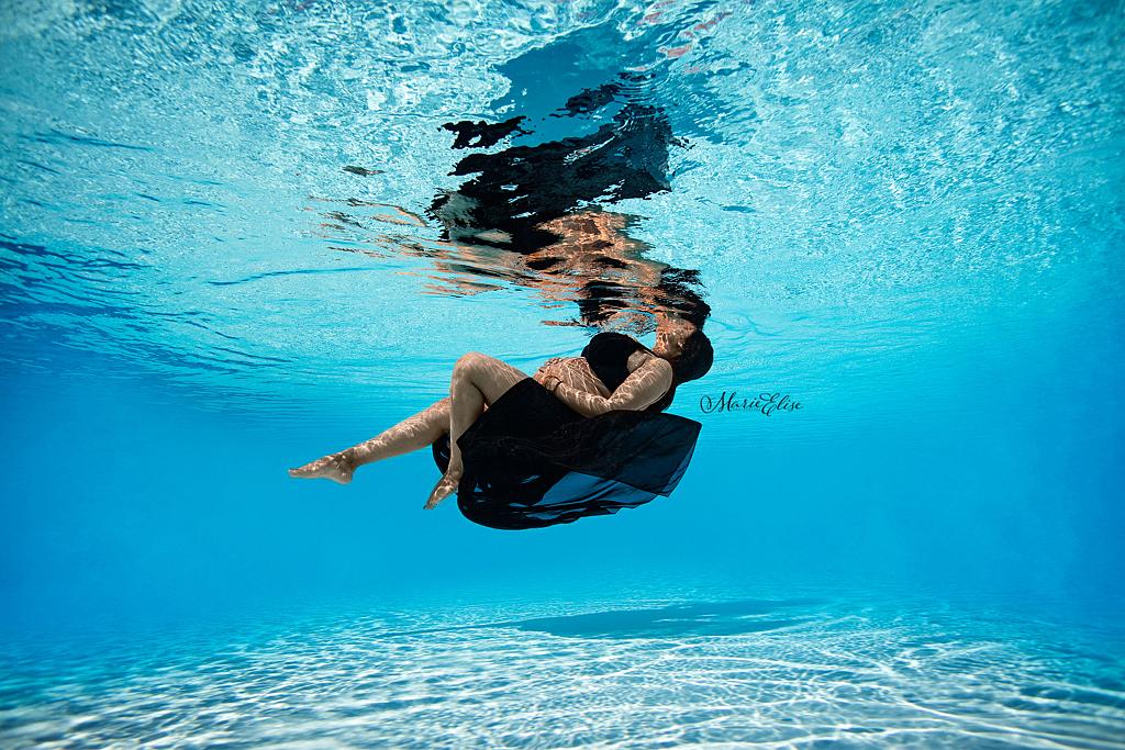 Photographe Grossesse Sous l'eau Underwater Lausanne